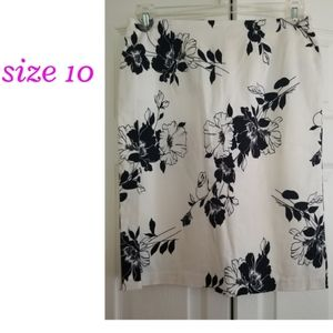 Sz 10 Black White Floral skirt